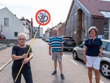 'Slecht onderhoud straten in Zoutelande zorgt voor problemen'