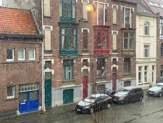 Eerste sneeuw van deze winter dwarrelt over Gent