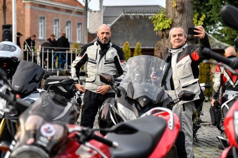 20191027 Moerzeke Foto Geert De Rycke Herfstrit  Motorrijders - 8.30 en 11.30 - Herfstrit - Hartrijders - op dorpsplein Moerzeke voor vertrek.