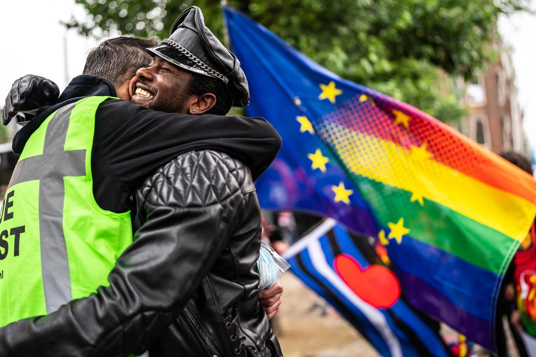 Protest tegen de anti-lgbtq+-wet in Hongarije bij het Homomonument in Amsterdam afgelopen weekend. Beeld Joris van Gennip