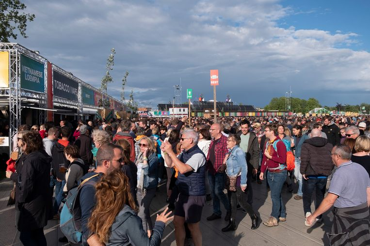 Heel wat bezoekers kozen voor De Lijn om het festivalterrein te bereiken.