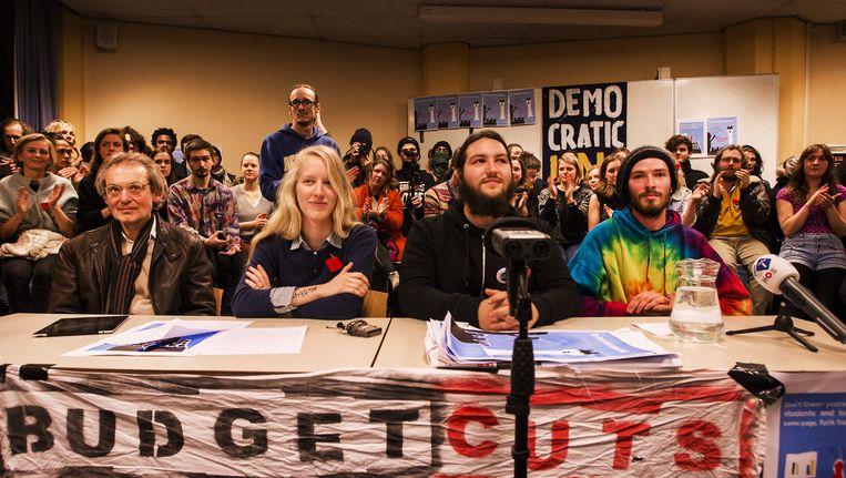 De bezetters van het Bungehuis tijdens de persconferentie Beeld anp