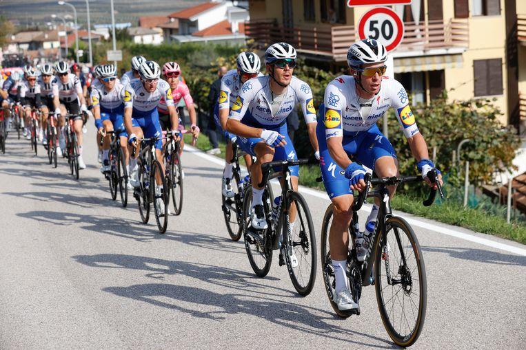 Keisse sleurt voor Deceuninck-QuickStep op kop in de Giro. Beeld BELGA