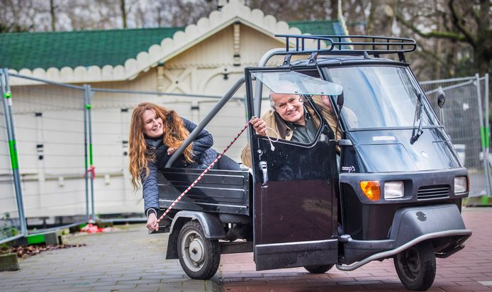 Paul Smulders is de eigenaar van het Wassenaarse Koffiehuisje en fanatiek Piaggio rijder