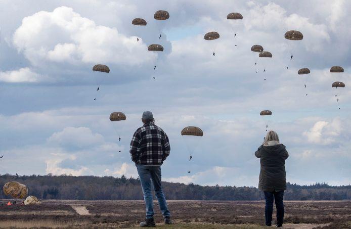Herdenking van de Tweede Wereldoorlog op de Ginkelse Heide.