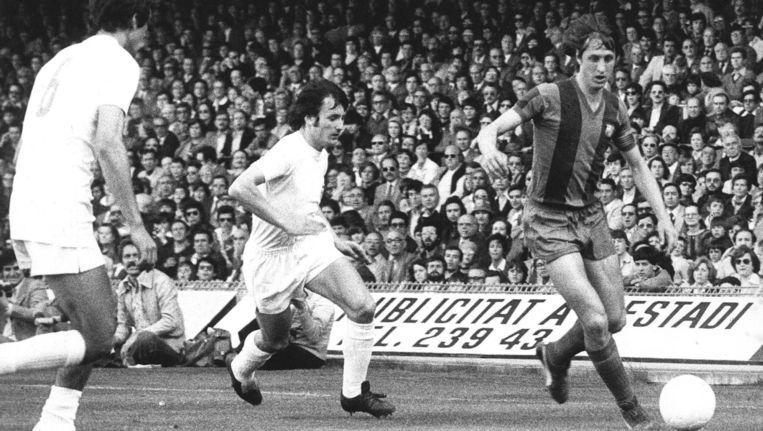 Cruijff in '78 in actie voor Barcelona in de Clásico tegen Real Madrid. Beeld anp