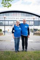 Staf De Buyser en Christina Beeckmans zijn vrijwilligers in het vaccinatiecentrum in de Nekkerhal.
