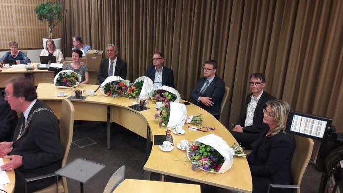 Het in 2018 aangetreden college van B en W van Terneuzen, met vlnr Sonja Suij (VVD), Jack Begijn (CDA), Jurgen Vervaet (CDA), Ben van Assche (ChristenUnie), Frank van Hulle (TOP/Gemeentebelangen) en Paula Stoker (TOP/GB), en helemaal links burgemeester Jan Lonink.