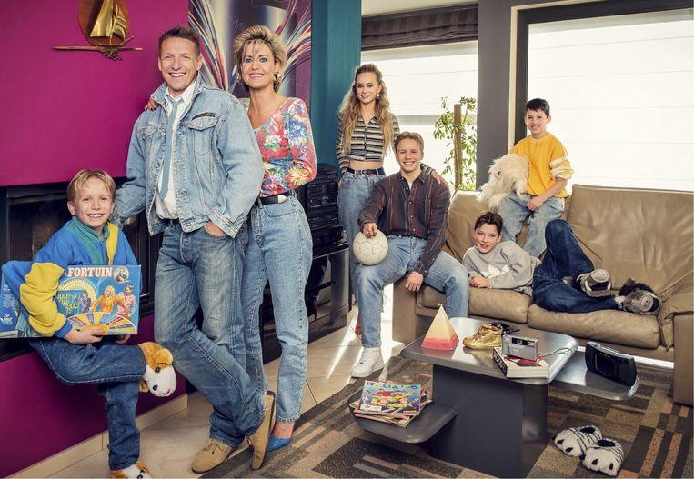 Het hele gezin in 'Groeten uit'. Amy: 'Papa heeft ons altijd ver weggehouden van de media. Maar nu ben ik oud genoeg om zelf te beslissen.' Beeld VTM