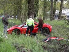 Gemist? Meisjes (13 en 14) met wapens opgepakt na ruzie en dashcam filmt crash peperdure Ferrari