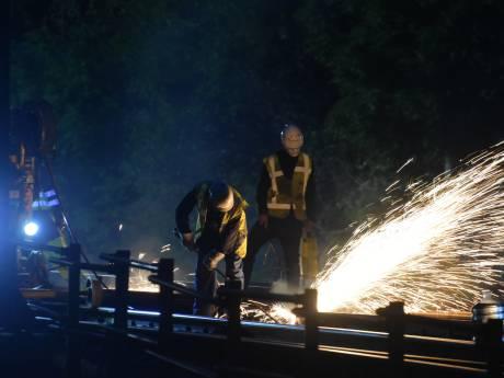 Overweg Steenwijk gesloten tussen werk aan spoor tussen Meppel en Leeuwarden