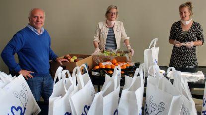 Huis van het kind ondersteunt kwetsbare gezinnen en deelt pakketten uit