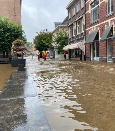 Moerdijkse reddingsbrigade helpt Valkenburgers evacueren: 'Dit is echt heftig'