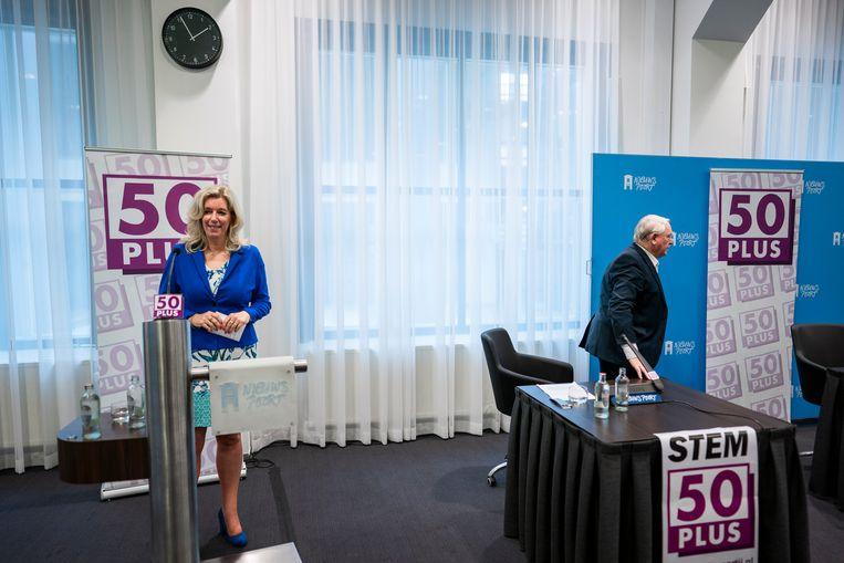Liane den Haan en Jan Nagel tijdens een persconferentie van 50Plus.  Beeld Freek van den Bergh / de Volkskrant