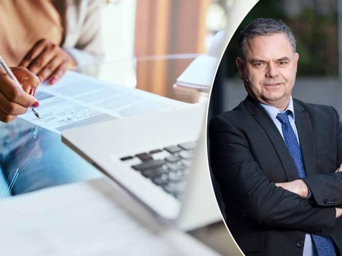 """Online verzekeren zit in de lift: wat zijn de voordelen? Onze geldexpert geeft advies: """"Alleen de prijs vergelijken is niet voldoende"""""""