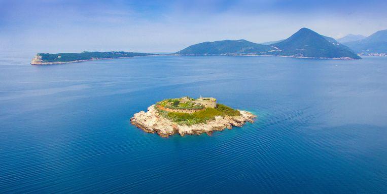 Het Mamula-fort in de prachtige Baai van Kotor.