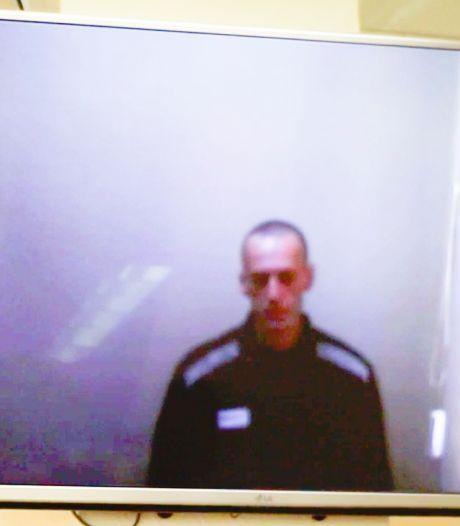 Sterk vermagerde Navalny verschijnt op video in rechtszaal: 'Ik ben een vreselijk skelet'