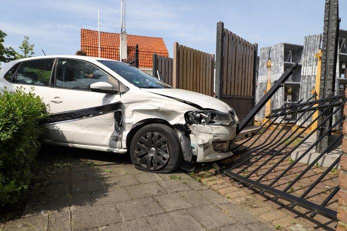 Auto ramt hek na botsing met auto in Son en Breugel.