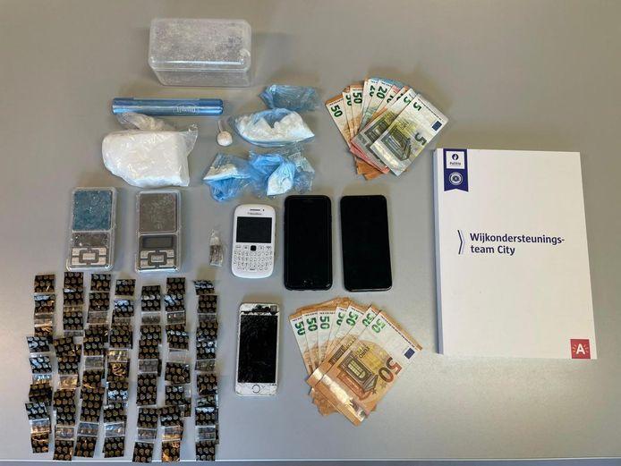 Het materiaal van de gearresteerde verdachten werd in beslag genomen.
