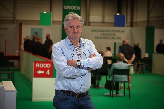 Eric Eurlings is niet enkel Technisch-Directeur van tweedenationaler Sporting Hasselt, maar ook hoofd van het vaccinatiecentrum Maasmechelen-Lanaken.