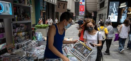 Prodemocratische krant Hongkong komt dag na inval met extra grote oplage