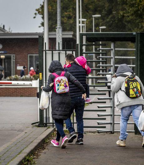 Broekers-Knol belooft snel 500 extra opvangplekken na bezoek aan Ter Apel: 'Dit kan gewoon niet'