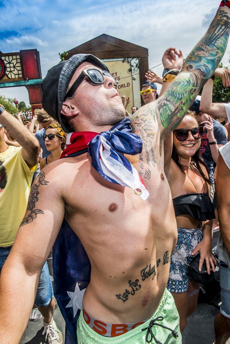 Sixpack, tattoos, vlag: check. Beeld Stefaan Temmerman