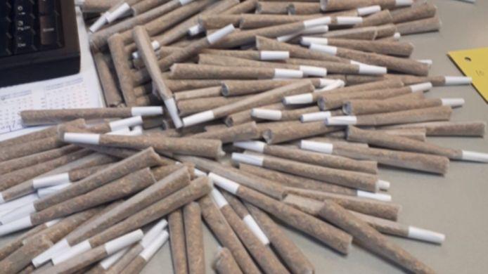 In de woning lagen meer dan 2000 joints.
