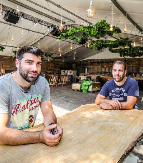 """Bekendste zomerbar van Brugge keert na jaar terug: """"We openen met een klein hartje. Maar de enthousiaste reacties doen zóveel deugd"""""""