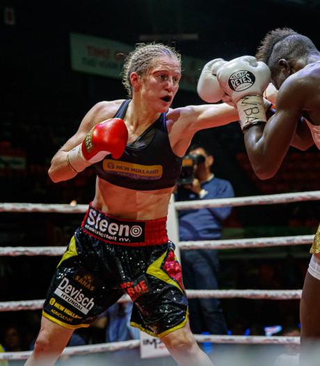 Delfine Persoon championne du monde WBA des Super plumes