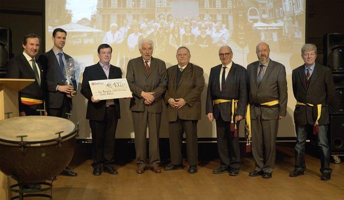 Louis De Grève (vierde van links) ter gelegenheid van de 225ste verjaardag van de Koninklijke Harmonie Sinte-Cecilia.