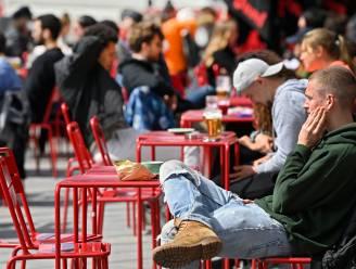 """Brussel zet deur open voor coronapas vanaf 1 oktober: """"Verplicht in bars, restaurants en discotheken"""""""