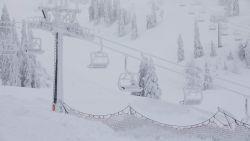 Daar is de winter weer! Eerste skigebied in Oostenrijk opent pistes opnieuw en iedereen mag gratis skiën