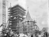 Hoe na een ingrijpende renovatie de torenspits in 1973 werd vervangen