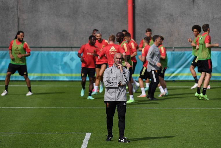 Roberto Martinez, bondscoach van de Belgen, tijdens een training van zijn selectie. Beeld AFP