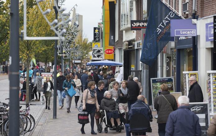 Shoppen in de Veenendaalse Hoofdstraat.