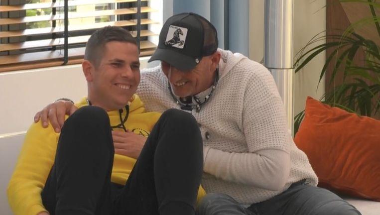 Nick met zijn maatje Theo, die vrijwillig het huis verliet Beeld Play4