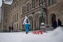 Klaar voor een middag lol in de Rotterdamse sneeuw.