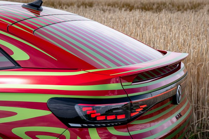 De Volkswagen ID.5 GTX in gecamoufleerde vorm