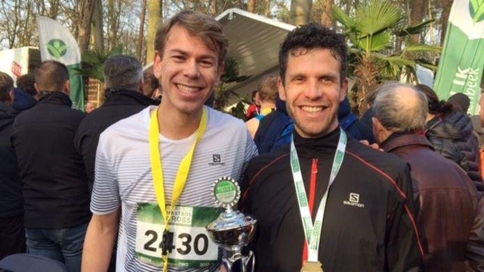 Tim van den Broeke (links) nadert het Zeeuws record op de 1500 meter.
