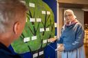 """Julia Lenstra aan het woord over de stamboom van Willemsoord. Zij maakte zich hard voor een plek op de werelderfgoedlijst van Unesco. ,,Een paar jaar geleden kwam al een delegatie naar Willemsoord om het dorp te beoordelen. Eerlijk is eerlijk, ten opzichte van tweehonderd jaar terug is er in de bebouwing veel veranderd."""""""