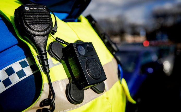 2019-02-07 15:14:24 BREDA - Een bodycam op het uniform van een boa in Breda. ANP XTRA ROBIN VAN LONKHUIJSEN