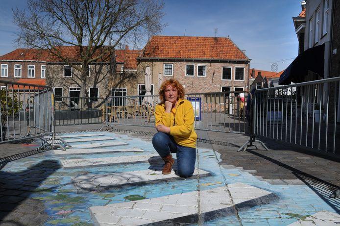 Kunstenares Inge de Groot heeft zelf aangekaart bij de gemeente dat haar pad weg moet, voordat er nog meer ongelukken gebeuren.