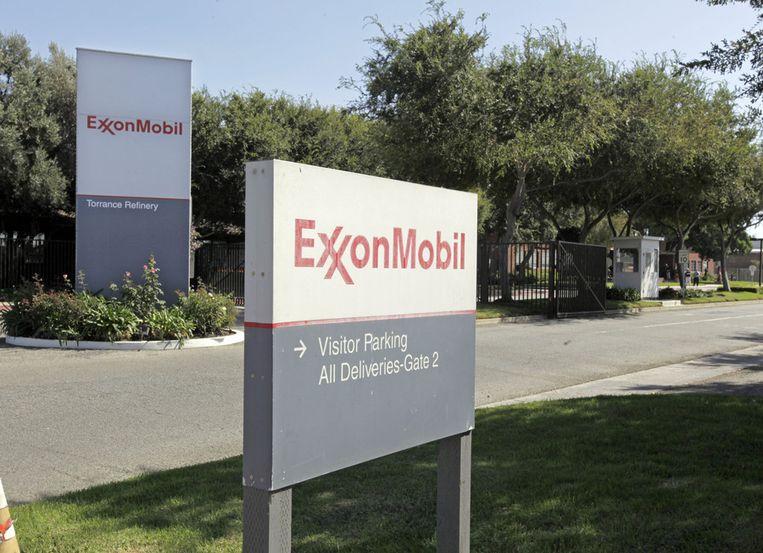De ingang van een raffinaderij van oliemaatschapij ExxonMobil in het Amerikaanse Torrance. Beeld ap