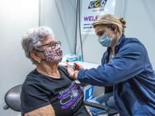 Prikken als praktijkonderwijs: Zwolse studenten helpen met vaccineren