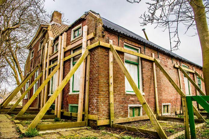 Een woning met schade door de bevingen in Groningen.