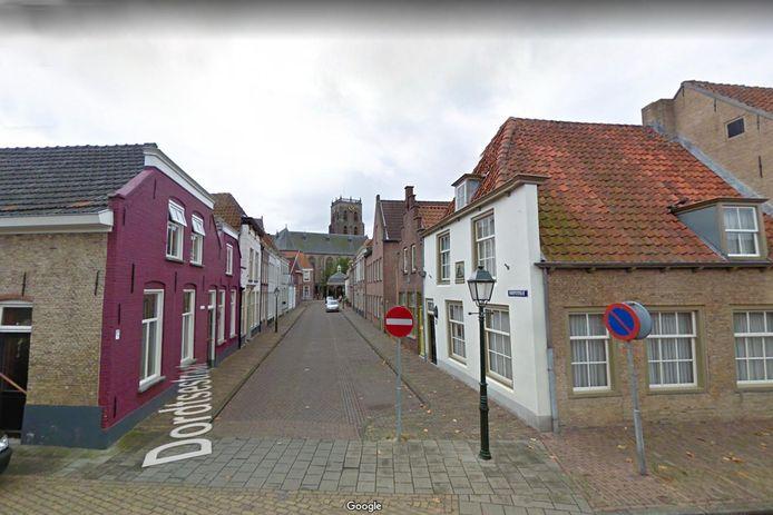 De Dordtsestraat in Geertruidenberg. Dordrecht komt in de rest van Nederland niet vaak als straatnaam voor. Eigen-Aardig ging op zoek. Met dank aan Google.