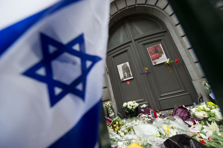 Het Joods Museum in Brussel, een dag na de aanslag in 2014. Beeld BELGA