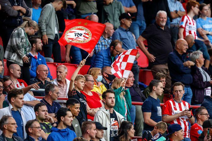 PSV-PAOK werd door 18.000 mensen bezocht.