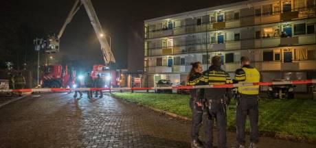 Man (38) opgepakt na bloedbad in appartementencomplex in Zutphen, politie zoekt  wapen in Warnsveld